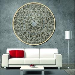 Geschnitztes hölzernes Mandala an der Wand - Leidenschaft