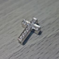 Metallkreuz mit Zirkonen - Silber