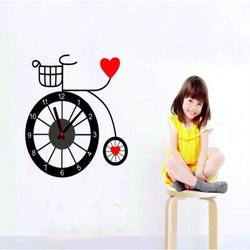 Wanduhr Mädchen und ein Fahrrad. 3M Folia Größe 25x90
