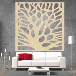Geschnitztes Bild an der Wand des hölzernen Sperrholzbaums ORECH