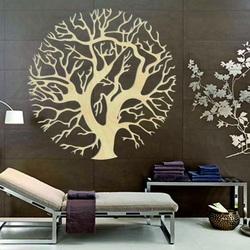 Magisches Holzbild auf einer Baumwand im Kreis ZITNAKK