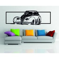 Gemälde an der Wand eines Autos aus Holzsperrholz - ein Hauch von Geschichte
