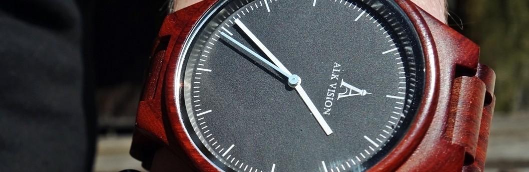 Stilvolle Armbanduhr auf der Hand